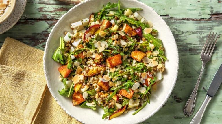 Salade de couscous perlé à la nectarine rôtie & halloumi