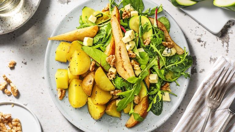 Salade met peer, Deense blauwe kaas en walnoten
