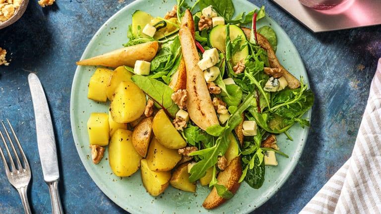 Salade met peer, pittige blauwe kaas en walnoot