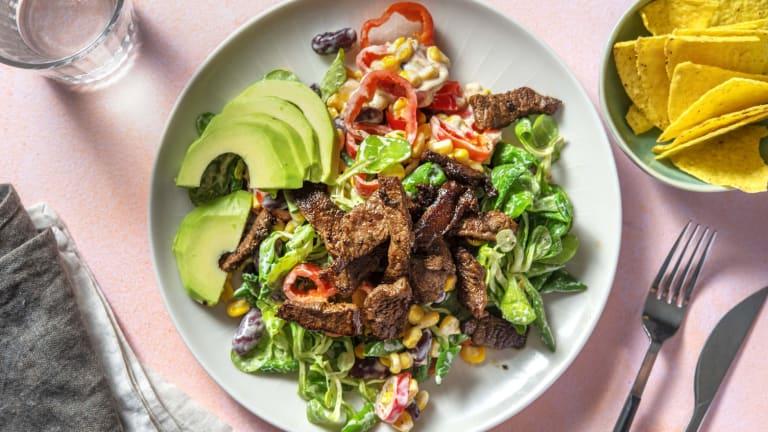 Tex-mex salade met biefstukpuntjes en tortillachips