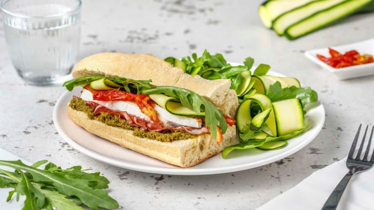 Sandwich pesto-coppa et fior di latte