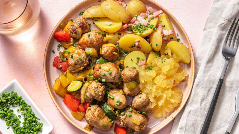 Saucisses de poulet et grenailles aux lardons