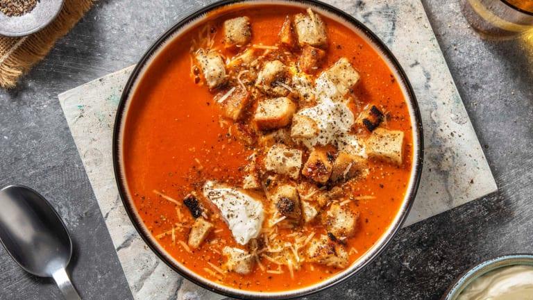Drie-tomatensoep met zelfgemaakte kaascroutons