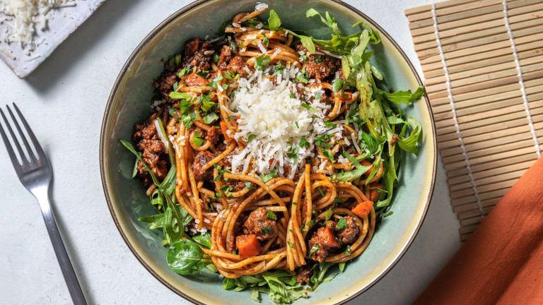 Spaghetti, chair à saucisse poêlée & tapenade