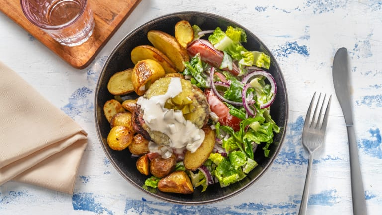 Burger de bœuf et salade fraîche de romaine