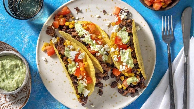 Knapperige taco's met gehakt en salsa van avocado en feta