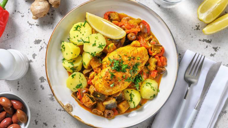 Tajine van kip, rode puntpaprika en aubergine