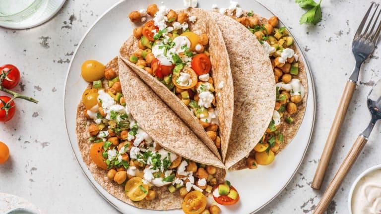 Tortillas au blé complet garnies de pois chiches et fromage grec