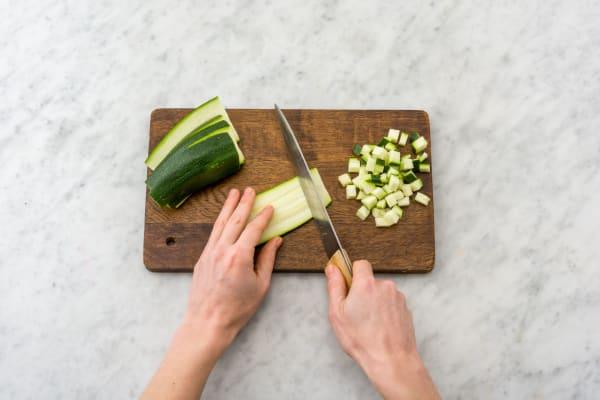 Zucchini würfeln