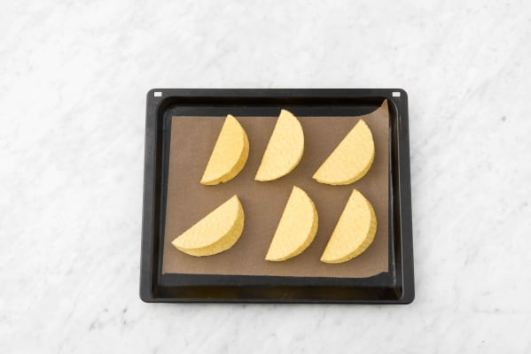Disposer les tortillas sur une plaque recouverte de papier sulfurisé