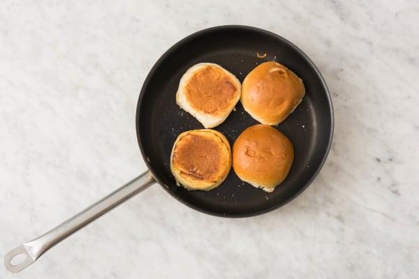 Toast Buns and Mix Sauce