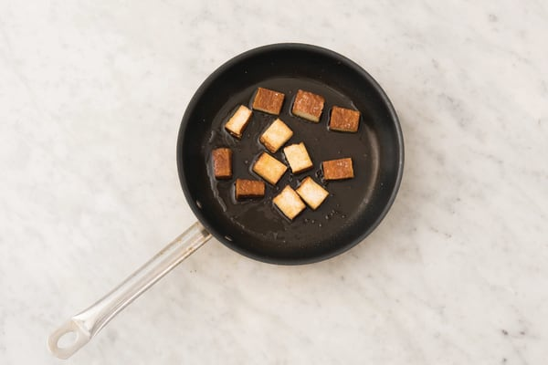 Fry the tofu