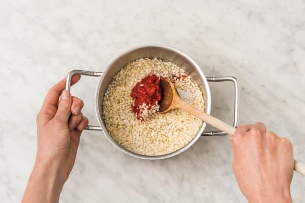 Préparer le risotto à la tomate