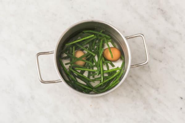 Sperziebonen en eieren koken