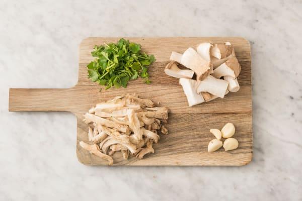 Pilze schneiden und zupfen
