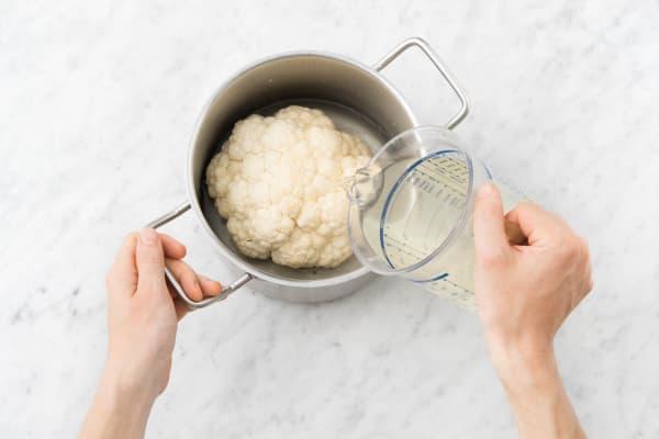 Topf mit heißem Wasser auffüllen