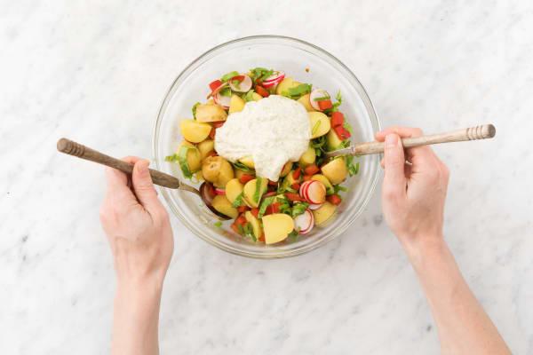 Voeg de aardappelen en olijvencrème samen en meng goed.