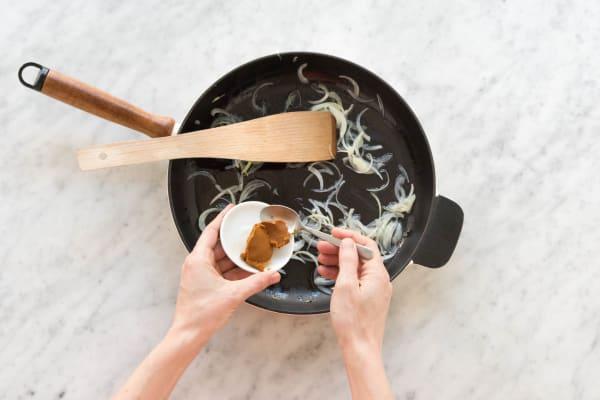 Curry-Paste zugeben