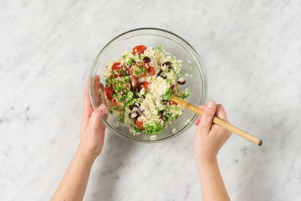 Reis und Gemüse mischen