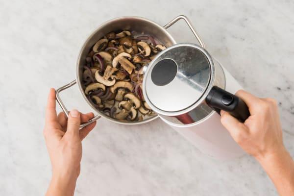 Gemüsebrühe kochen