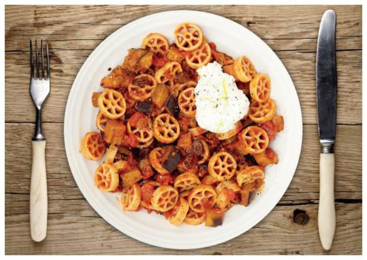 Sizilianische Auberginen-Tomaten-Pasta