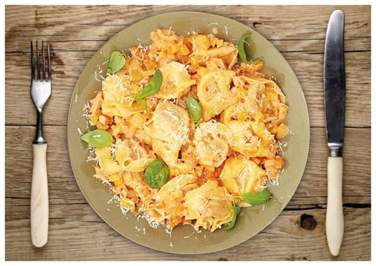Käse-Tortellini in Paprika-Karotten-  Sahnesoße