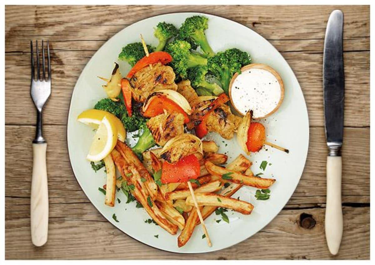 Für den Grill: Schweinelachs-Gemüsespieße in herzhafter Glasur