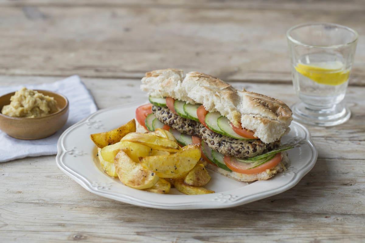 Marokkanisch gewürzte Linsen-Burger in Pita-Taschen