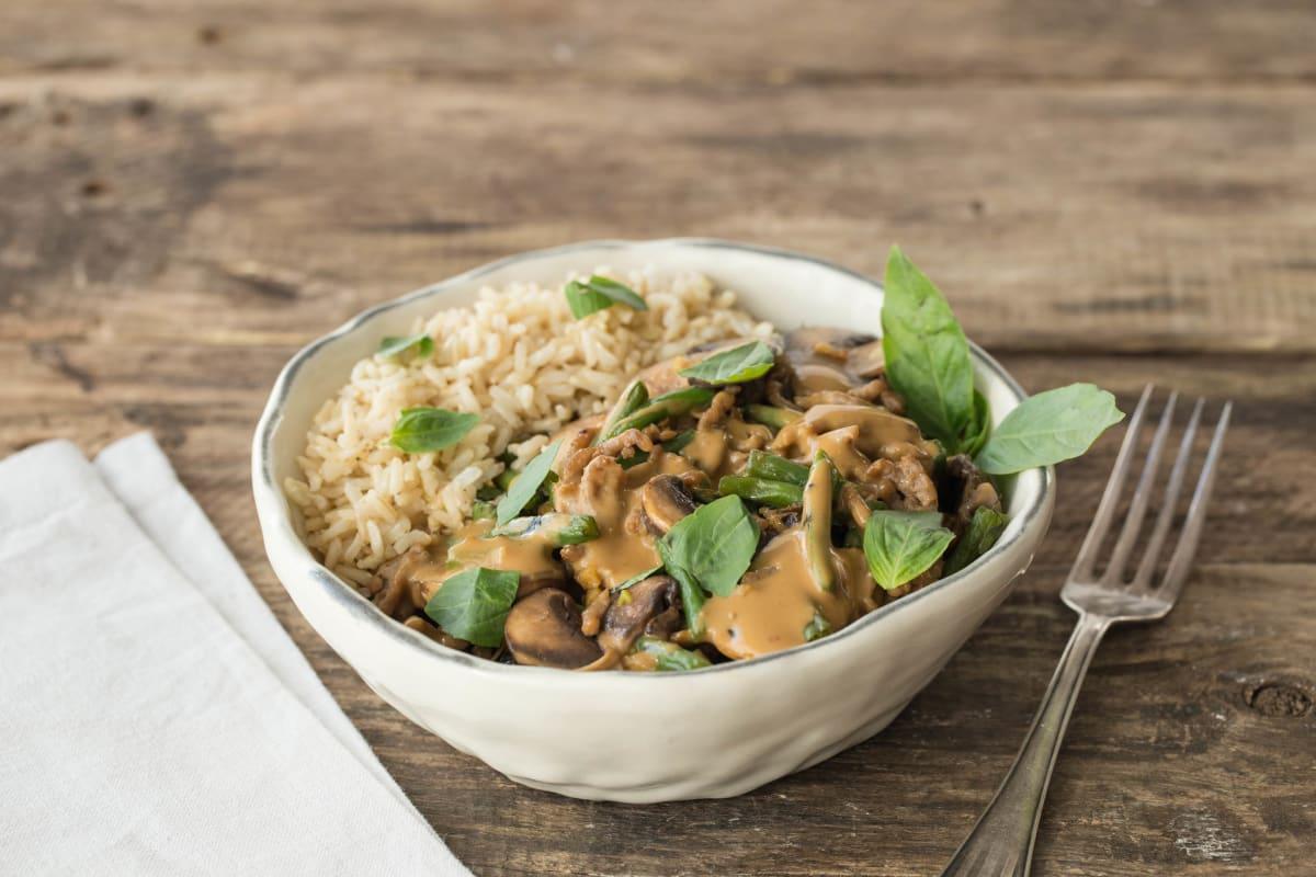 Kipgehakt met groenten, Thaise basilicum en gadogado-saus