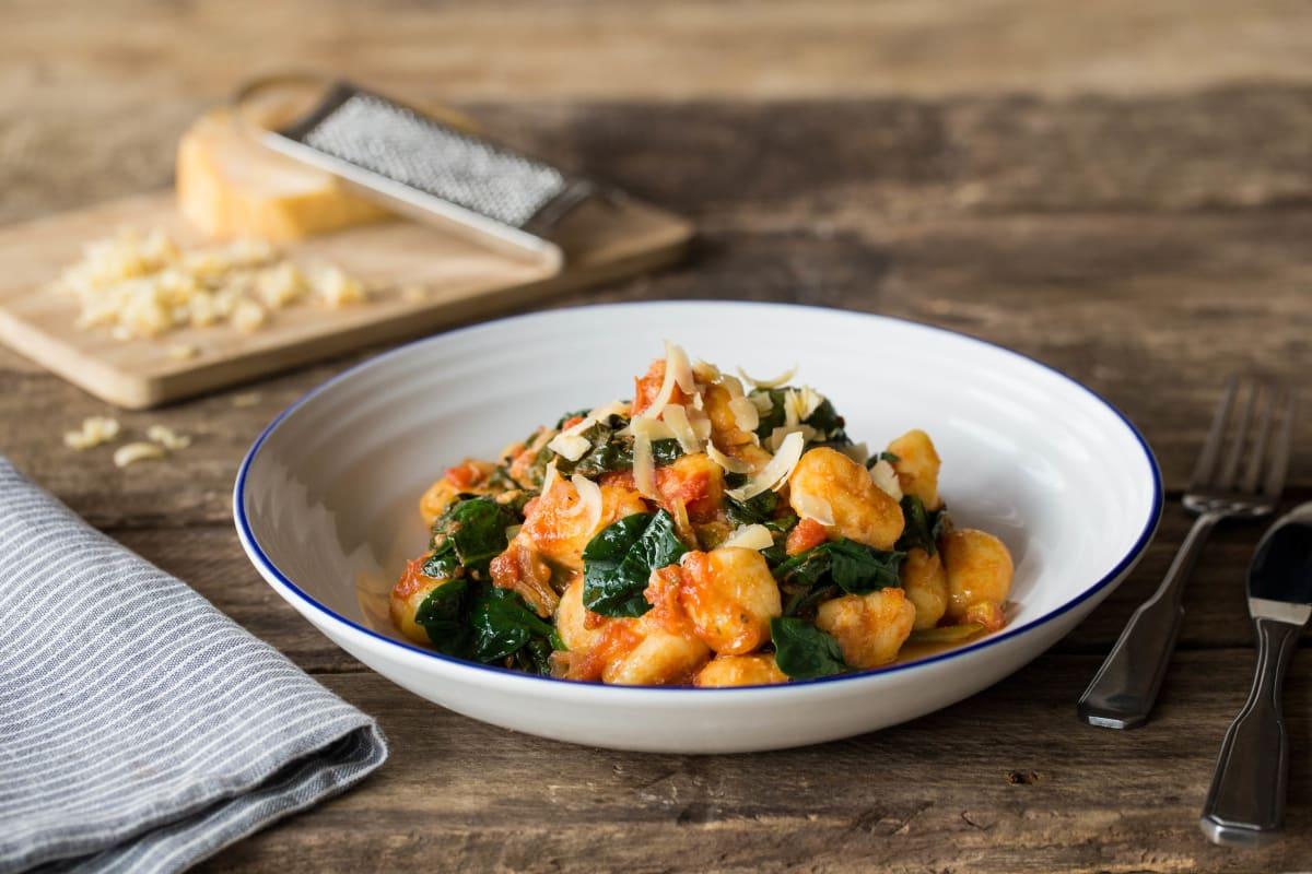 Gnocchi met tomatensaus en oude kaas