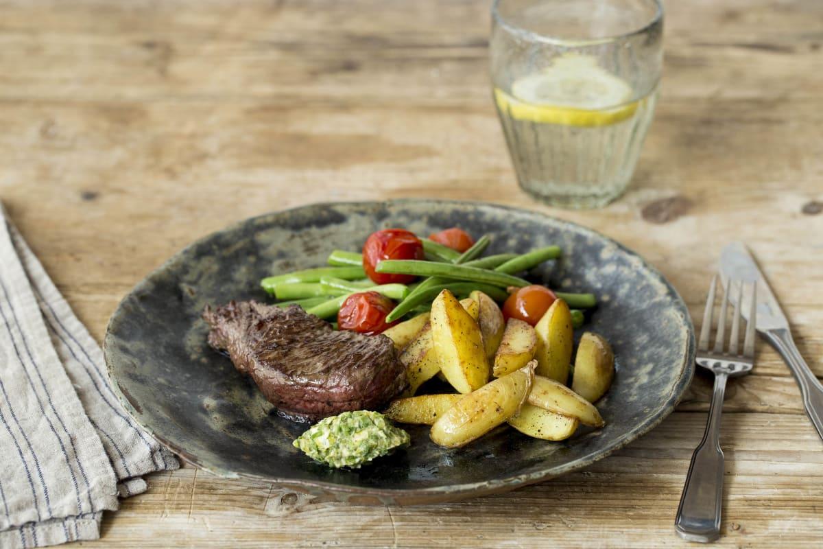 Saftiges Steak mit Senf-Kräuter-Butter