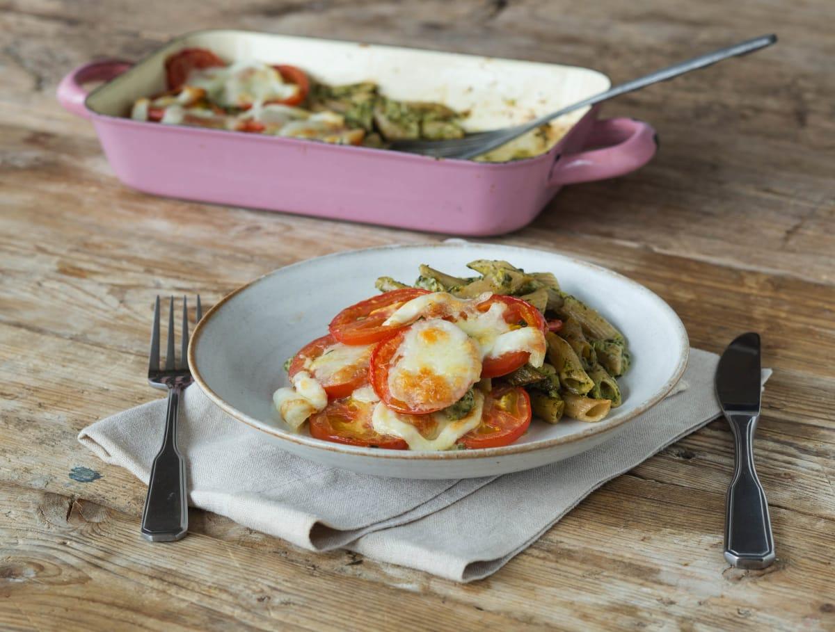 Penne integrale uit de oven met buffelmozzarella en spinazie