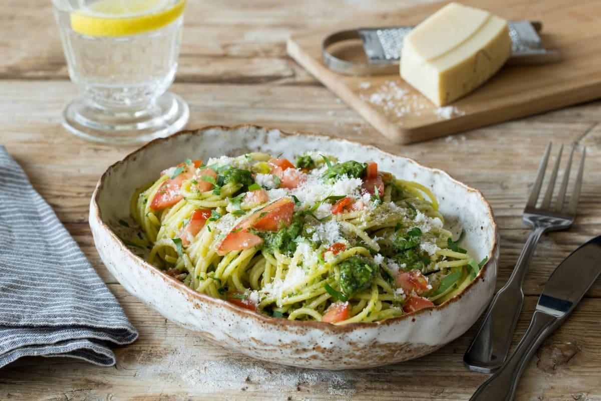 Herzhafte Sauerampfer-Pesto-Spaghetti
