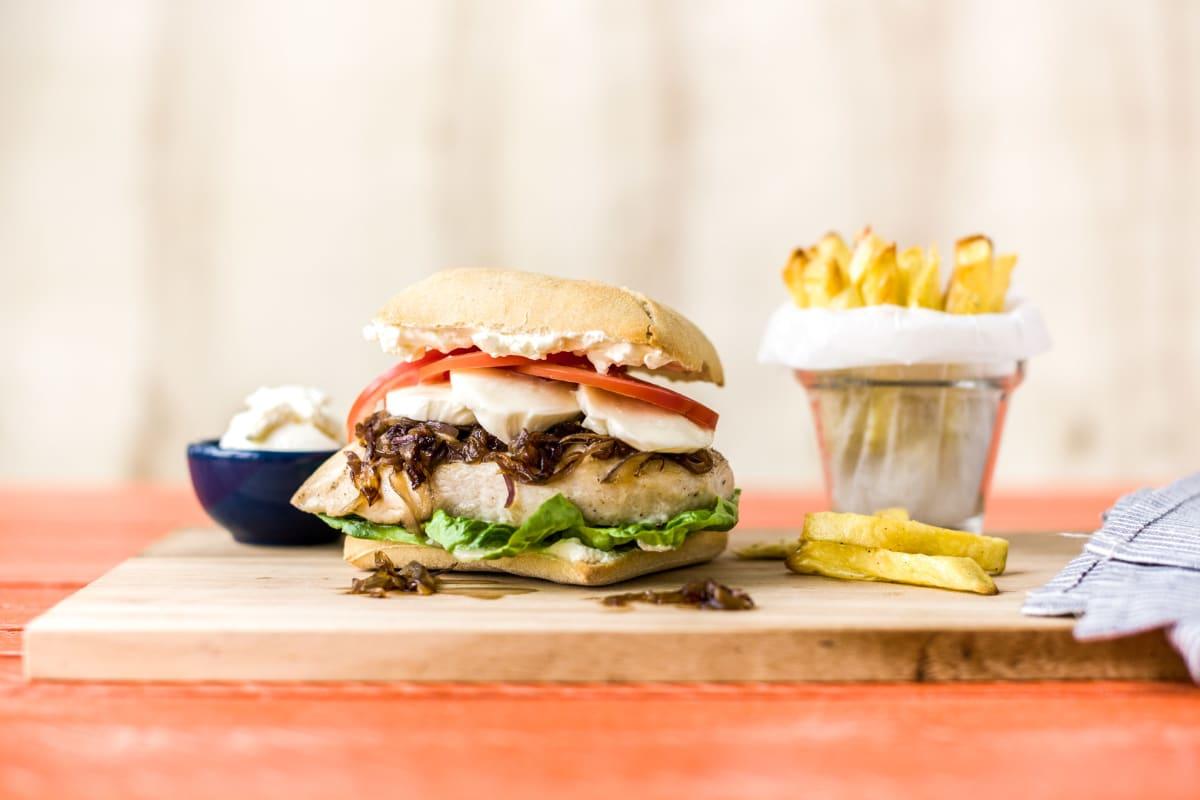 Italienische Hähnchen-Burger mit Zwiebelade