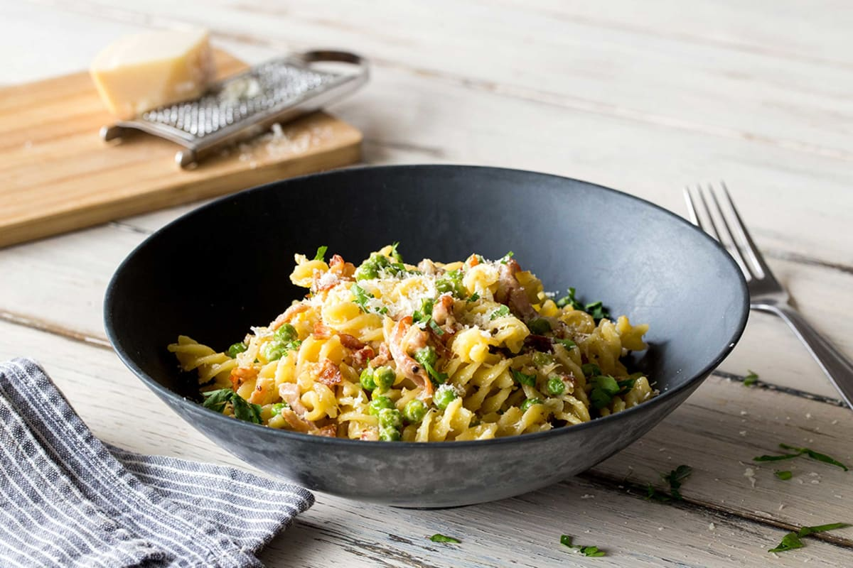 Super Quick Creamy Pasta with Peas and Bacon