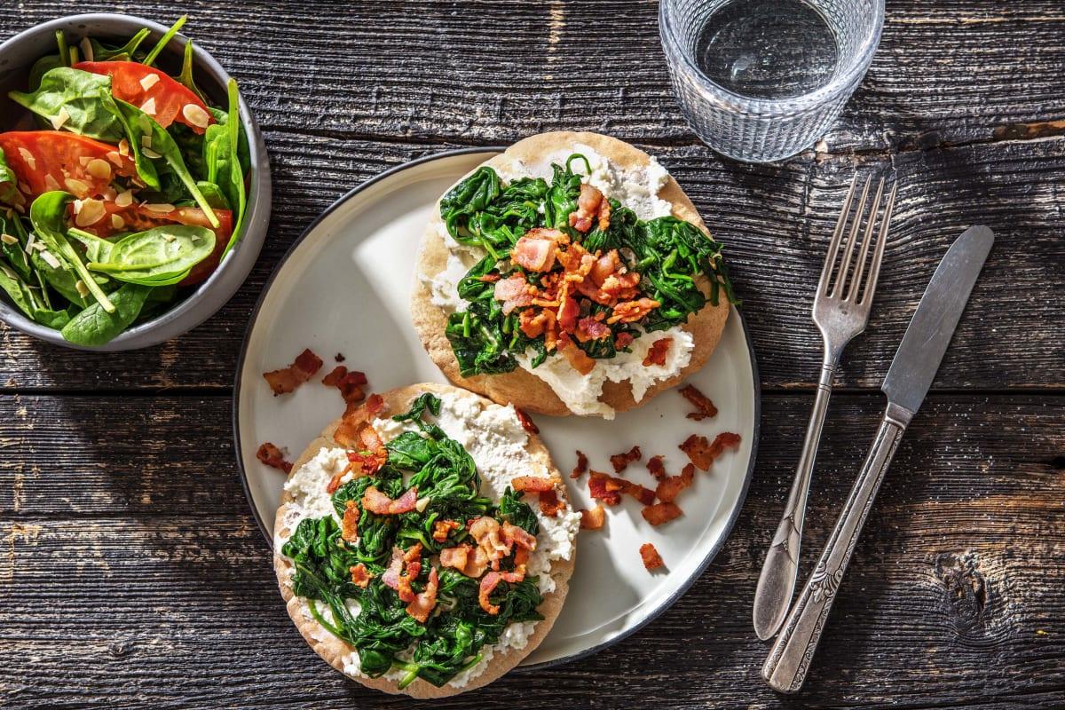 Pita-pizza met ricotta, spinazie en spekblokjes