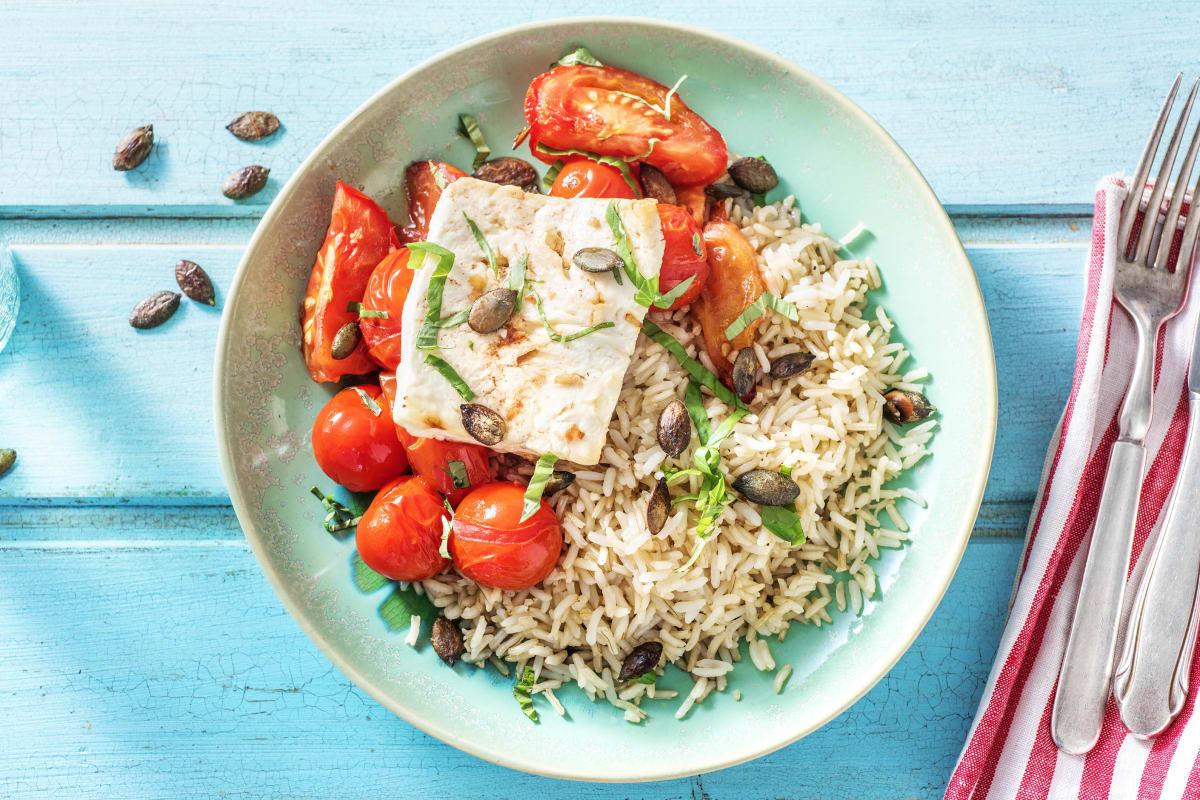 Plat grec végétarien à la feta et aux tomates à l'ail