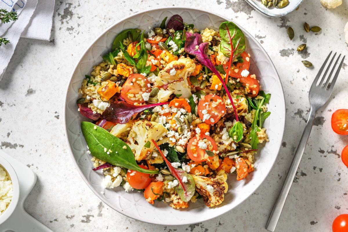 Midden-Oosterse salade met bulgur, ovengroenten en feta