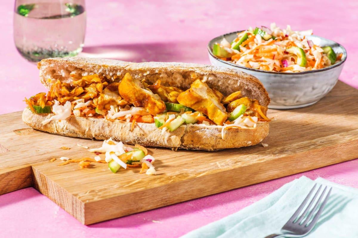 Broodje met pittige kippendij en zoetzuur