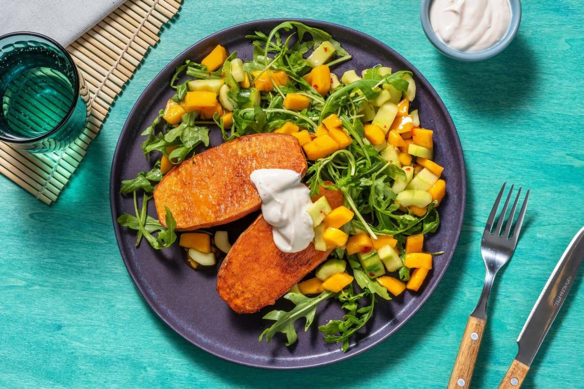 Mango-Gurken-Salat mit Ofen-Süßkartoffel