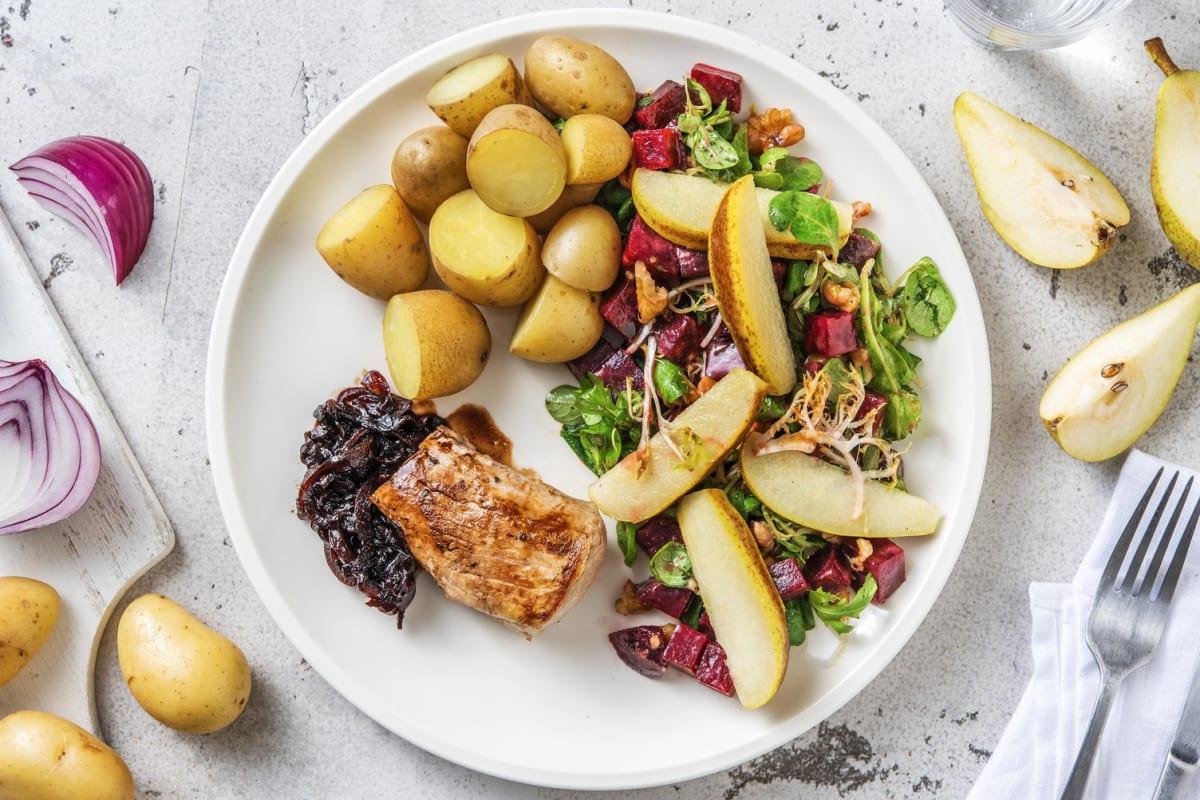 Filet mignon de porc, salade de betterave et oignon rouge caramélisé