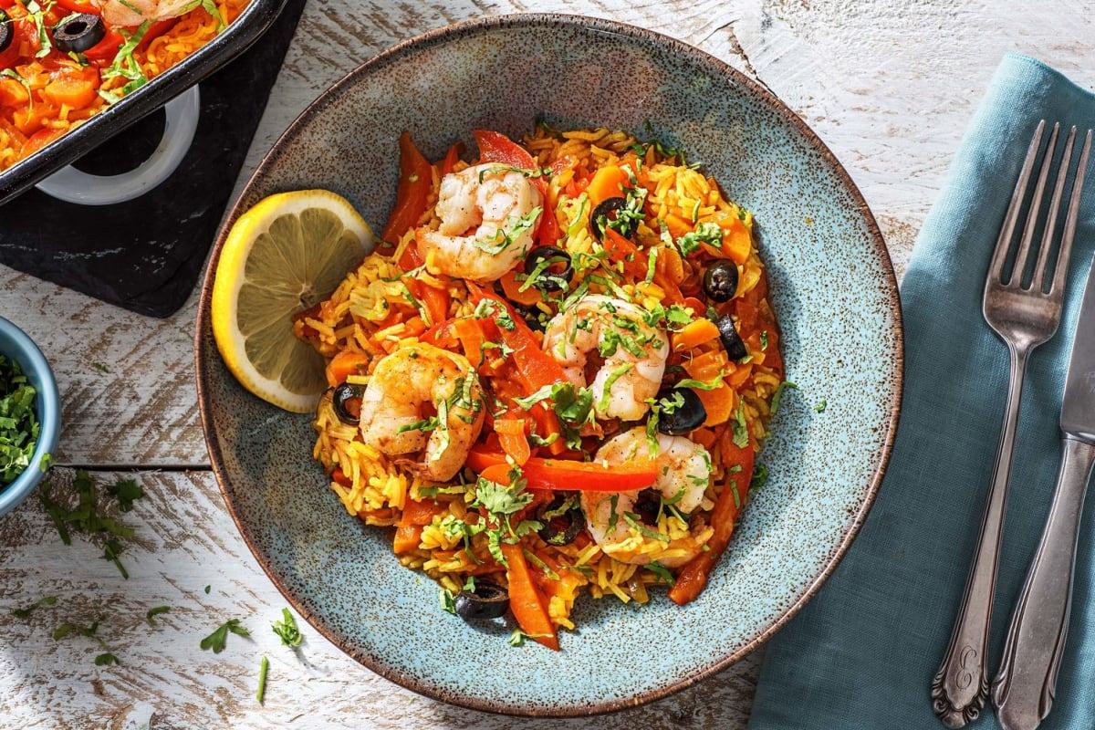 Mediterrane rijstschotel met garnalen en olijven