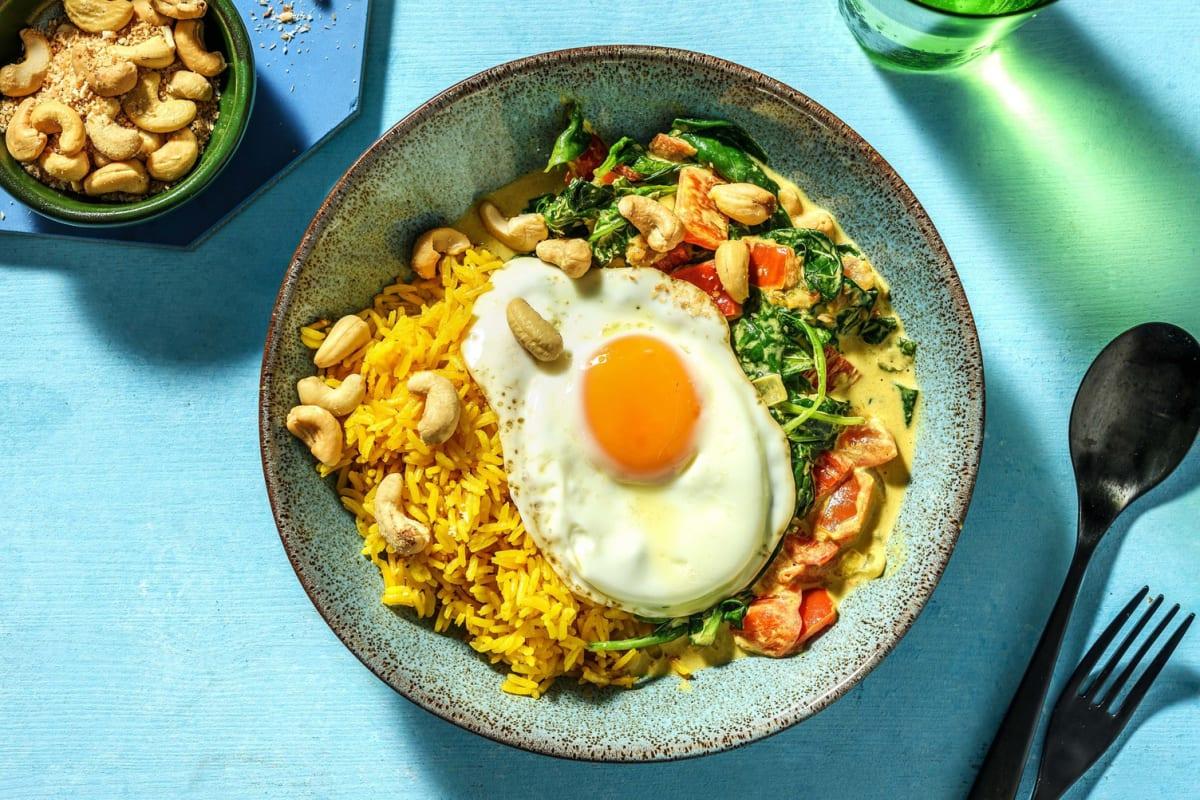 Curry d'épinards à la noix de coco avec du riz jaune