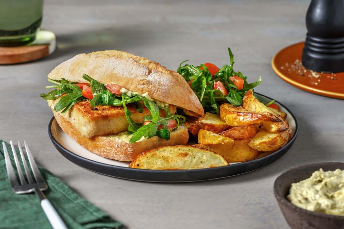 Paniertes Tofu-Sandwich mit Basilikum-Dip