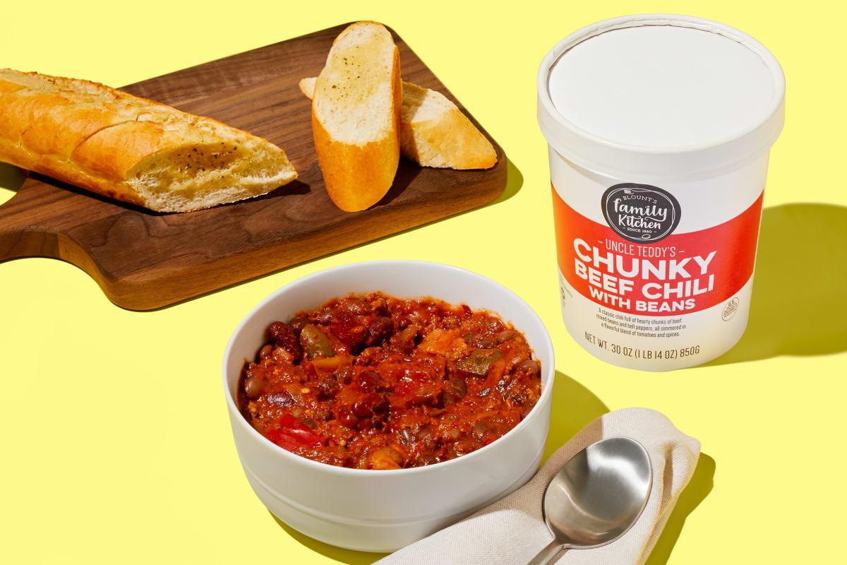 Chunky Beef Chili & Garlic Bread