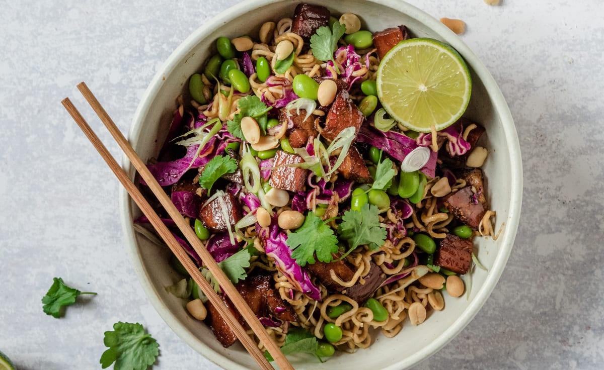 Asiatisk sallad med glaserad skinka
