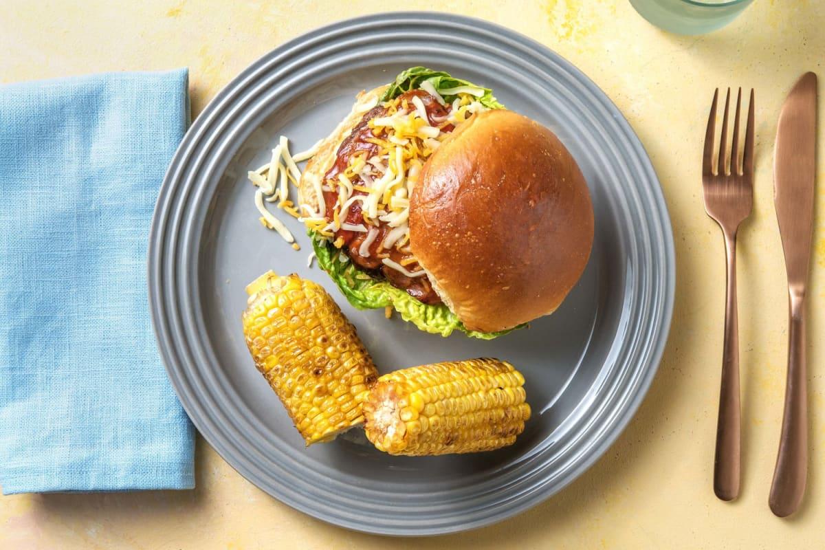 BBQ-Rinderfleisch-Burger mit Baconstreifen