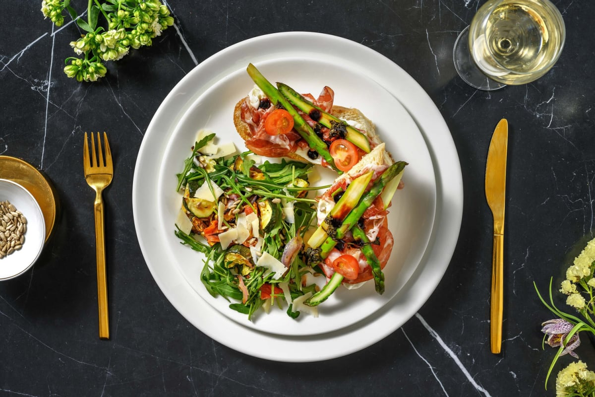 Bruschetta asperges vertes, coppa & mozzarella