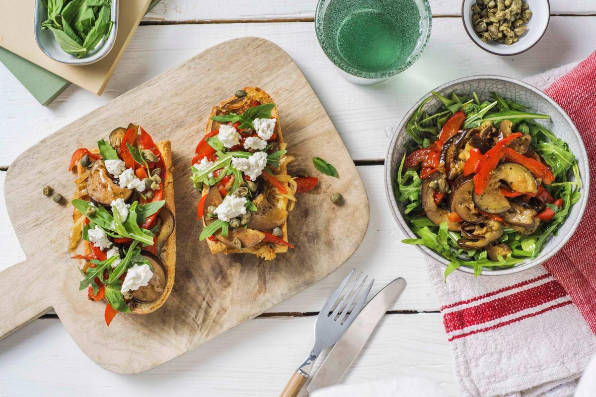Bruschetta italienne avec des légumes poêlés
