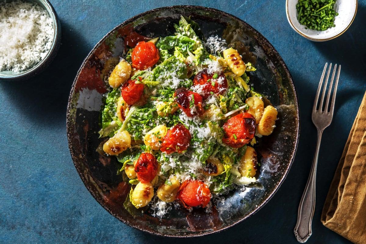 Caesar-Salat mit gebratenen Gnocchi